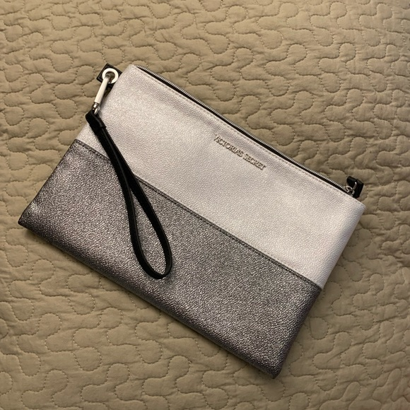 🌼Clutch or make up pouch